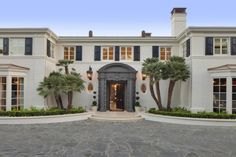 The Bel Air Liongate Estate, formerly owned by country singer Kenny Rogers, is the location for Luxury Connect on Oct. 23 in Bel Air. Mega Mansions, Mansions For Sale, Mansions Homes, Glasgow, Villas, Bel Air California, Bel Air Mansion, Grand Luxe, Garden Villa