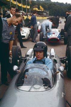 Dan Gurney in his Porsche car in 1962 Porsche 804, Porsche Cars, What Boys Like, Porsche Factory, Boxster S, Dan Gurney, Race Engines, Formula 1 Car, Auto Racing