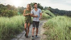 """No need for the """"are we dating? These secrets will help even the most independent guy or girl turn casual dating into a serious, commited relationship. Funny Dating Quotes, Dating Memes, Denim Look, Sites Online, Casual Date, Single Mom Quotes, Dating Advice For Men, First Dates, Tall Women"""