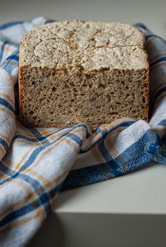 Prosty chleb bezglutenowy z ziarnami
