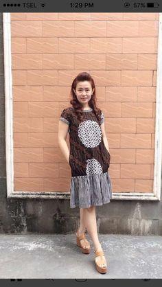 Batik Fashion, Grey Fashion, Ethnic Fashion, Women's Fashion, Batik Dress, Woman Outfits, Kebaya, Simple Dresses, Traditional Outfits