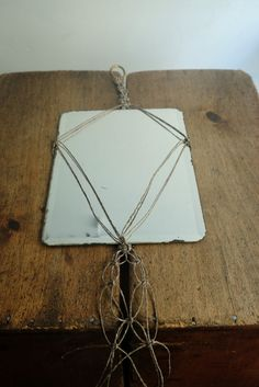 Hanging mirror with facetted edges in a macramé hanging