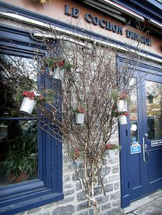 Tin pots and berries in a twig tree Holiday Decorating, Decorating Ideas, Storefront Signs, Twig Tree, School Auction, Branch Decor, The Next Step, Window Dressings, Store Fronts