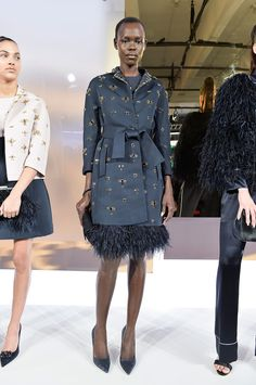Last fall, Kate Spade New York did a bit of navel-gazing by looking to the Big Apple for inspiration. But a year later, and it seems the Kate Spade girl is Ny Fashion Week, World Of Fashion, High Fashion, Fashion Show, Fashion Looks, Fashion Design, Fashion Details, Runway Fashion, Women's Fashion