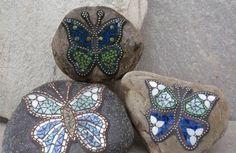 mosaik basteln anleitung schmetterlinge flusssteine