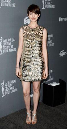 Un look de 10 para Anne Hathaway en los Costume Designers Guild Awards, otra antesala a los Oscars