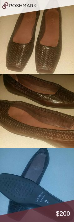 *Like new* Sesto Meucci woven leathe flats 8.5 Beautiful pair of Sesto Meucci woven leather flats. If you aren't familiar with these Italian shoes, you will be happy to find them. woven Luscious. Supple. Beautiful. Size 8.5 Sesto Meucci Shoes Flats & Loafers