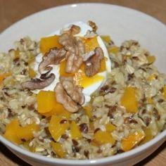 Owsianka dyniowo - pomarańczowa to potrawa przyrządzana z płatków owsianych i mleka.