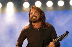 Dave Grohl junta-se aos Queens Of The Stone Age para novo álbum