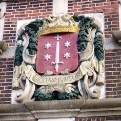Haarlem: vicit vim virtus ( de moed heeft het geweld overwonnen)