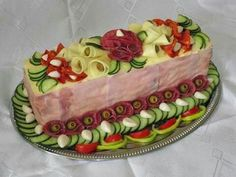 Tarta aperitiv con jamón cocido Appetizer Sandwiches, Wrap Sandwiches, Appetizer Recipes, Sandwich Cake, Food Garnishes, Party Platters, Food Trays, Food Displays, Food Decoration