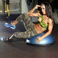 Lees hier alles over Andreia brazier! Kijk hier voor haar trainingsschema, voedingsschema & supplementengebruik.
