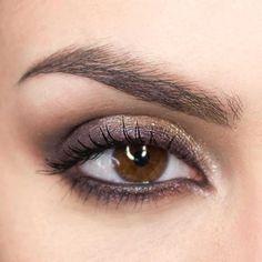 Trucco luminoso occhi scuri Make Up Tutorials, Makeup Tips, Eye Makeup, Hair Makeup, Elizabeth Hurley, Bright Makeup, Makeup Course, Eyeliner Looks, Braut Make-up