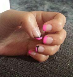 Francesa en rosa y negro.