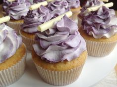 Vanilkové cupcakes s borůvkami Vanilla Cupcakes, Mini Cupcakes, Cheesecake Brownies, Baked Goods, Blueberry, Food And Drink, Sweets, Baking, Breakfast