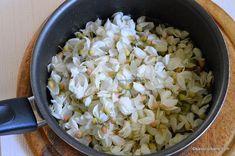 Dulceata din flori de salcam reteta veche a bunicii | Savori Urbane Grains, Rice, Urban, Gem, Syrup, Canning, Jewels, Seeds, Gemstone