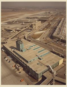 . L.C. Smith terminal with its newly-raised control tower mid-1970s. Photo courtesy of the Wayne County Airport Authority