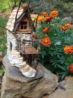 15 Mind-Blowing Miniature Stone Houses To Make Your Garden Gorgeous - Decoration Fireplace Garden art ideas Home accessories Mini Fairy Garden, Fairy Garden Houses, Gnome Garden, Fairies Garden, Garden Hose, Garden Crafts, Garden Art, Diy Garden, Wooden Garden