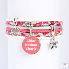 Bracelet liberty prénom cabochon à personnaliser - tissu fleurs et suédine corail blanc argenté