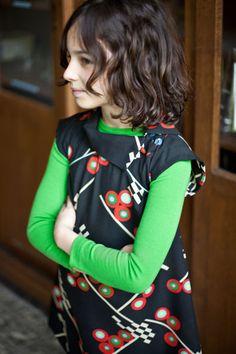 Atelier Assemblé - bright green under black jumper