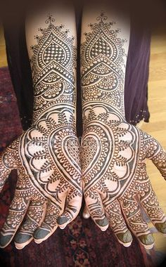 This is so intricate,so symmetrical....just love this !!!