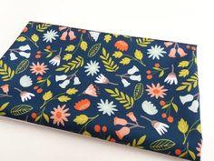 Tkanina wodoodporna - kwiaty kolorowe na granacie