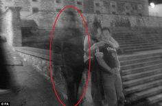 Real Paranormal Images Scare You Out Of Your Senses - FlushFeed Real Ghost Pictures, Ghost Images, Creepy Pictures, Scary Places, Haunted Places, Creepy Things, Creepy Stuff, Unusual Things, Ghost Orbs