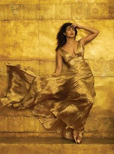 Meet Priyanka Chopra Jonas ( in our January 2019 issue. Photographed by Annie Leibovitz. Styled by Tonne… Priyanka Chopra Wedding, Actress Priyanka Chopra, Priyanka Chopra Hot, Bollywood Actress, Vogue Photo, Vogue Us, Annie Leibovitz, Top Models, Bollywood Celebrities
