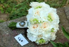 brautstrauß fresien weiße rosen nelken vintage hochzeit