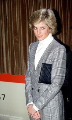 Both loved by the British people, Princess Diana and Kate Middleton share an elegance that fascinates and seduces the world. Much like Diana, Kate is accla. Princess Diana Fashion, Princess Diana Family, Princess Diana Pictures, Princes Diana, Princess Meghan, Lady Diana Spencer, Princesa Real, Meghan Markle, Style Icons