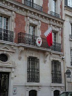 Hôtel Meyendorff (XIXe) 3 bis place des Etats-Unis Paris 75016. Actuellement Ambassade de Bahreïn, ce petit hôtel particulier en brique et pierre a été construit pour Mme de Meyendorff avant de devenir la demeure du peintre mondain Théobald Chartran et de sa femme Sylvie, dont le salon réunissait artistes, gens de lettres et hommes politiques