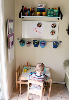 I want to create an art corner like this in the boys toy room. I like that the supplies are visible but not within reach...so no colouring on my walls :)