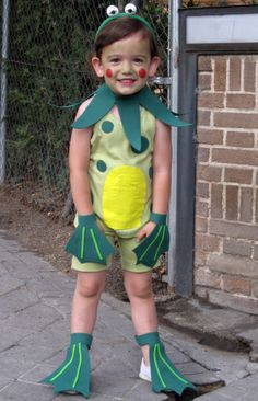 If you love frogs, get creative and create a slimey frog costume! Dress Up Costumes, Diy Costumes, Halloween Kostüm, Halloween Costumes, Toad Costume, Baby Kostüm, Fancy Dress For Kids, Animal Costumes, Halloween Disfraces