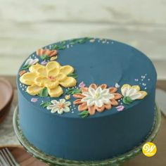 cake decorating videos How to Make a Buttercream Flower Painted Cake Flores Buttercream, Buttercream Cake Designs, Buttercream Flower Cake, Butter Icing Cake Designs, White Fondant Cake, Buttercream Cake Decorating, Frosting, Cake Decorating Videos, Cake Decorating Techniques