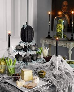 Elegant Halloween table decor.