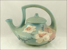 Roseville Magnolia Teapot    Morning tea would be so gooooooooood.