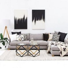 50+ Black and White Living Room Ideas_32