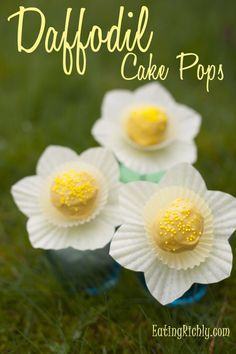 Super cute daffodil cake pops from Eating Richly (even when you're broke).