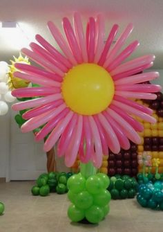 Easy Party Decorations, Balloon Centerpieces, Balloon Decorations Party, Balloon Garland, Birthday Party Decorations, Ballon Flowers, Balloon Palm Tree, Trolls Birthday Party, Balloon Crafts