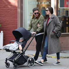 A great family photo of actress Liv Tyler with David Gardner and baby Sailor enjoying a stroll in NYC with our CYBEX PRIAM in True Blue.