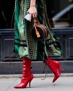 The Best Street Style From Paris Fashion Week Fall 2018 Paris Street Style Fashion Week Paris, Fall Fashion Trends, Fashion 2018, Love Fashion, Korean Fashion, Winter Fashion, Womens Fashion, Fashion Design, Fashion Mode