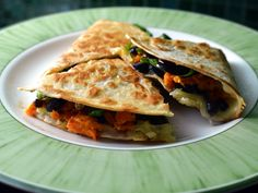 The basic quesadilla recipe is: tortilla + cheese + filling. The nice thing is that it is so easy to create a new recipe with the ingredients you have New Recipes, Vegetarian Recipes, Cooking Recipes, Healthy Recipes, Healthy Foods, Spinach Quesadilla, Quesadilla Recipes, Plant Based Eating, No Cook Meals