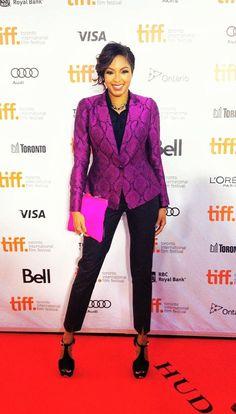 Alicia Quarles from E! Online shines bright at the Toronto Film Festival in this Oscar Wilde Dinner Jacket available now in stores and on www.yoanabaraschi.com Up Styles, Short Hair Styles, Fresh Cuts, Toronto Film Festival, Dinner Jacket, Long Locks, Oscar Wilde, Casual Elegance, Beautiful One