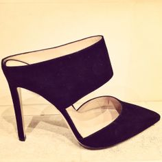 Another perfect pair of Gianvito Rossi's perfect mules. 212 872 8947