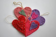 The Iowa Farmer's Wife: Happy Valentine's Day: Felt Heart Ornaments Valentines Art For Kids, Valentines Day Activities, Valentine Day Crafts, Happy Valentines Day, Valentine Ideas, Heart Projects, Crafty Projects, Crafts To Make, Crafts For Kids