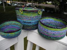 Basic Bowl wide x deep. Great for beginner. Use for notions, bobbins, threads or chocolate! One pkg of Bali Pops will make this & the Catnap Bowl. Bushel Basket wide x deep Catnap Bowl wide x deep Rope Basket, Basket Weaving, Woven Baskets, Rope Crafts, Diy Crafts, Bikinis Crochet, Fabric Bowls, Book Quilt, Clothes Line