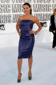 Rosario Dawson Bangle Bracelet - Actress Rosario Dawson attended the 2010 MTV Video Music Awards wearing an oxidized sterling silver and pave diamond multi-chain bracelet. Rosario Dawson, Rachel Roy, Taurus, Mtv, Divas, Beautiful Latina, Beautiful Women, Female Actresses, Leather Dresses