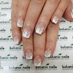 Botanic Nails - Twist on French manicure Frensh Nails, Nail Manicure, Fun Nails, Pretty Nails, Hair And Nails, Acrylic Nails, Nail Polish, French Manicure With A Twist, French Manicure Designs