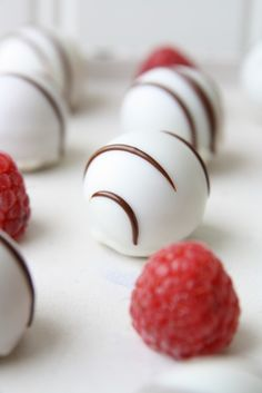 Bake Believe - Praliner med mjölkchoklad och cashewnötter Homemade Sweets, Fika, Cakepops, Chocolate Desserts, All Things Christmas, Dessert Recipes, Favorite Recipes, Snacks, Cooking Recipes