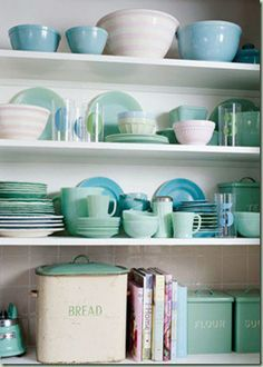 Open shelving dish display-I love these dishes! Mint Kitchen, Kitchen Decor, Kitchen Colors, Kitchen Shelves, Pastel Kitchen, Kitchen Display, Glass Shelves, Kitchen Cabinets, Blue Green Kitchen